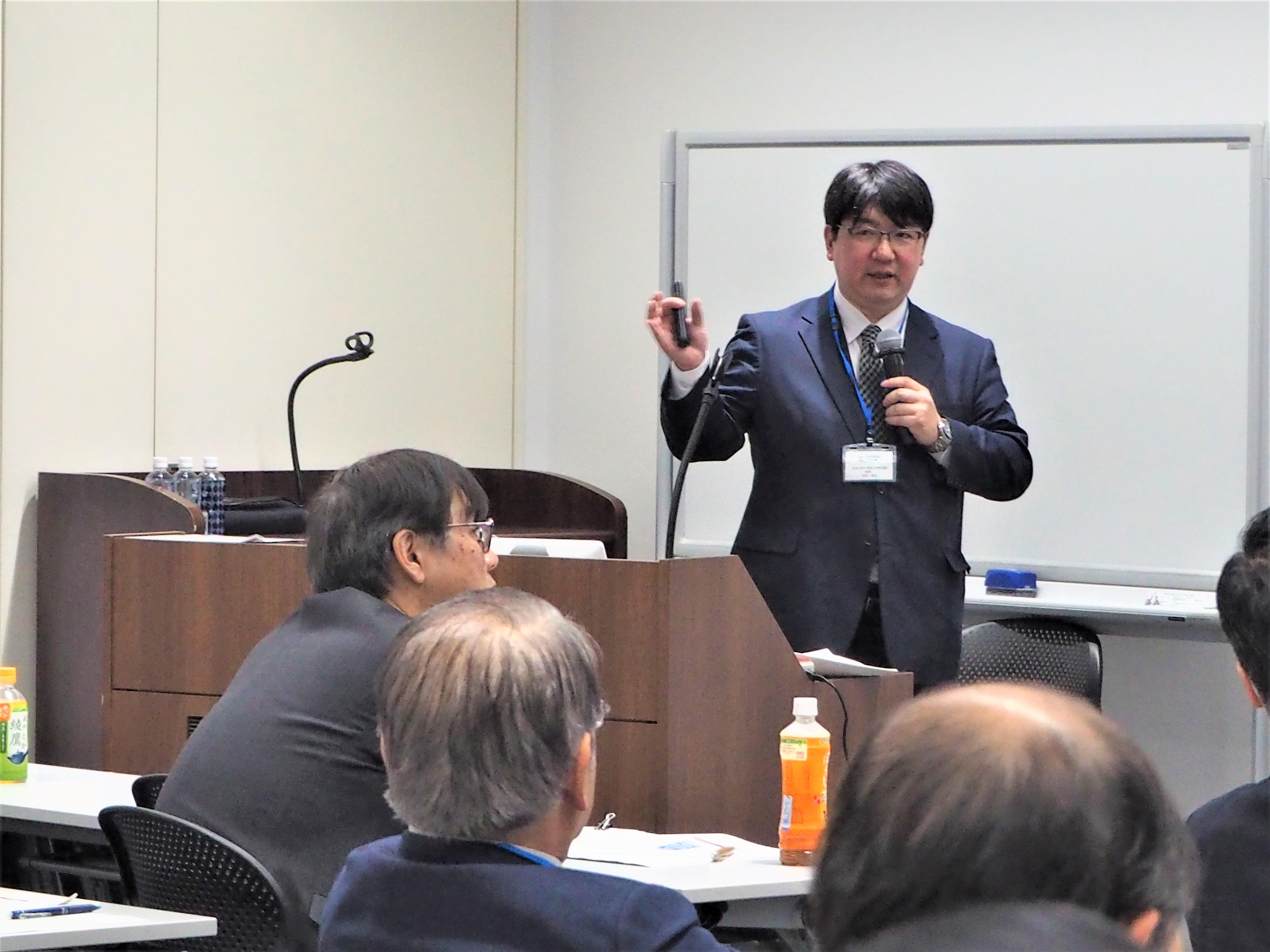 ▲講演の様子 (九州大学工学研究院 田中教授)